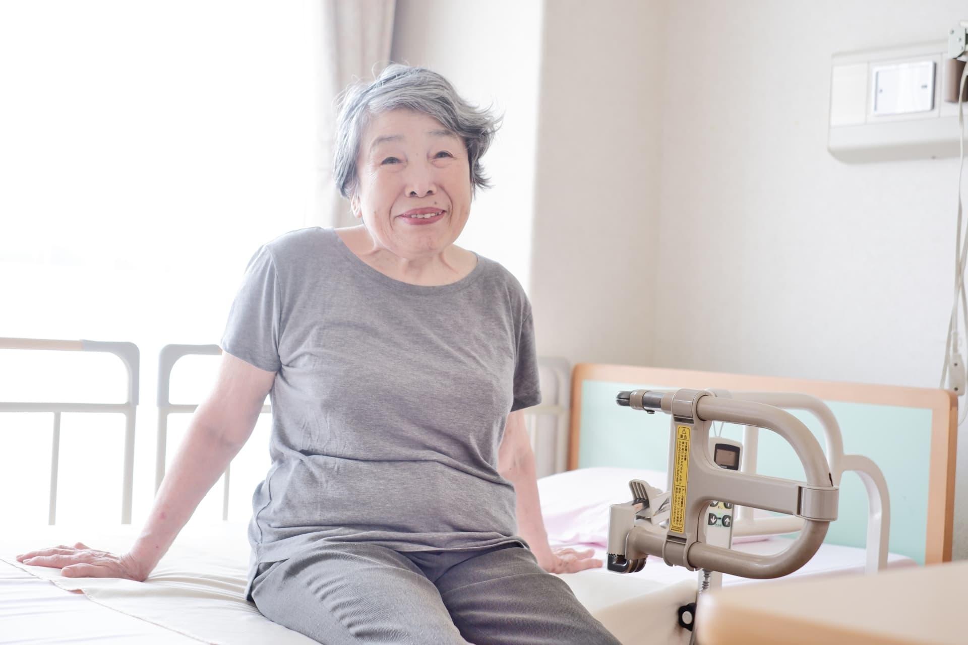 【尿ラボ】老人ホームでの尿漏れ、原因と簡単な対策